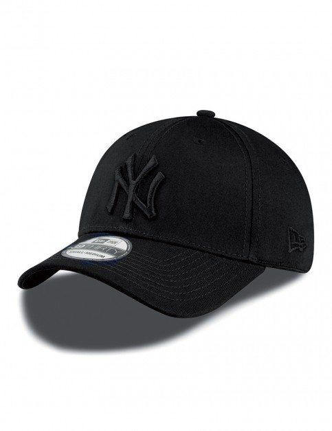 New Era 39Thirty MLB NY Yankees Cap in Black/Black