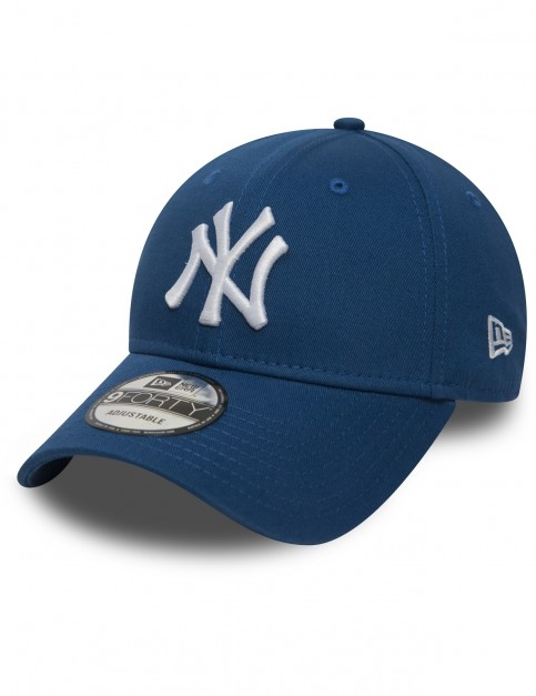 New Era League Essential 9Forty New York Yankees Cap in Blue