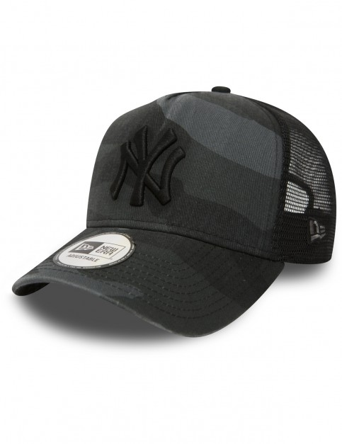 New Era New York Yankees Trucker Cap in Midnight Camo