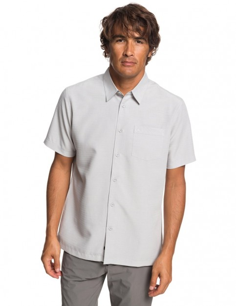 Quiksilver Waterman Centinela 4 Short Sleeve Shirt in Flint Gray