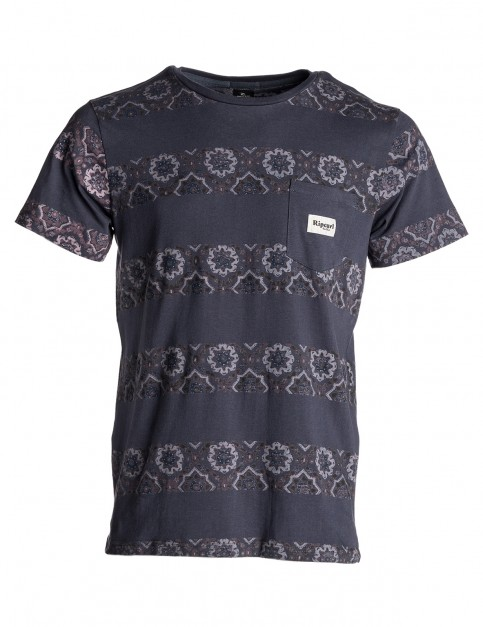 Rip Curl Rattlesnake Blocking Short Sleeve T-Shirt in Mood Indigo