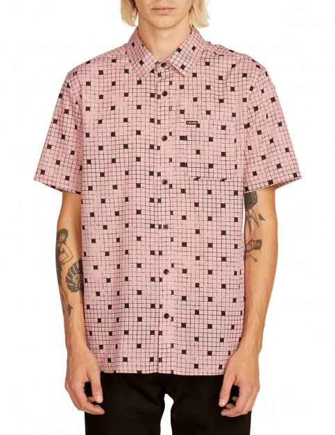 Volcom Crossed Up S/S Short Sleeve Shirt in Light Mauve